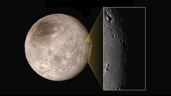 Фотография ущелья с горой на поверхности Харона