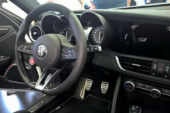Фотографии интерьера Alfa Romeo Giulia