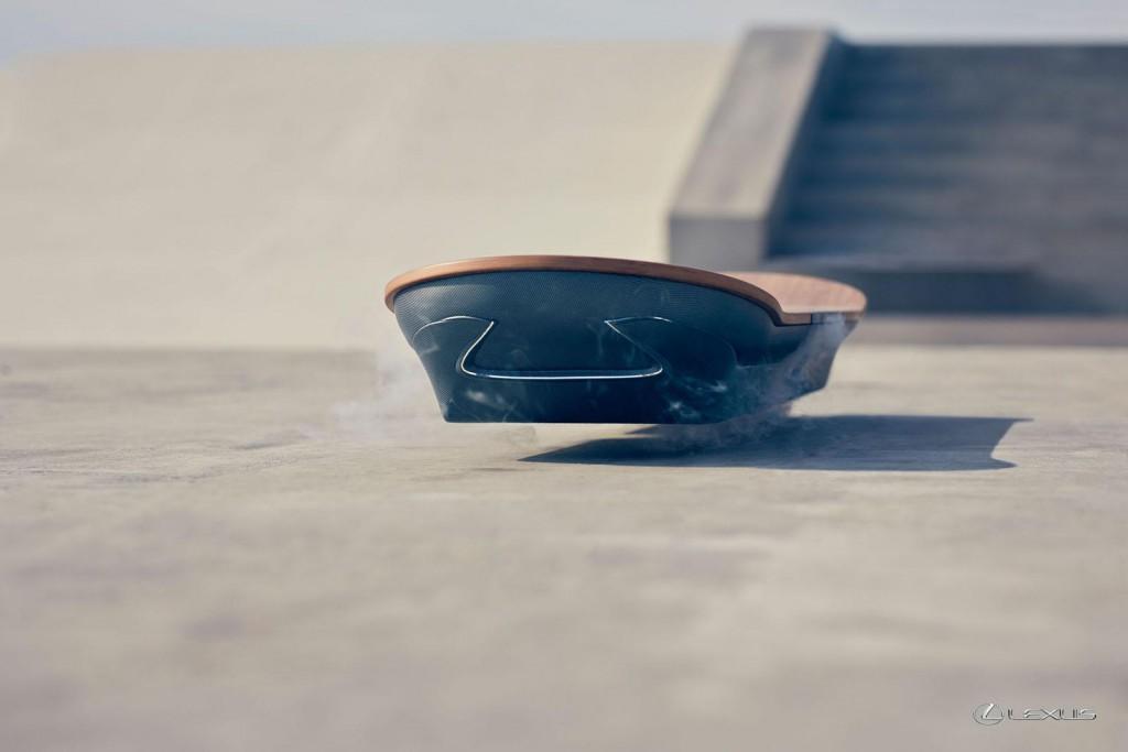 Lexus показала летающий скейтборд в действии