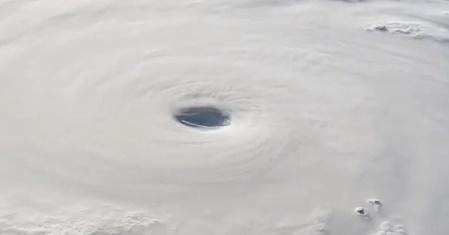 NASA опубликовало видео супер тайфуна в Азии сделанное из космоса