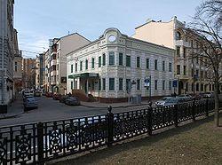 250px-Moscow,_corner_of_Gogolevsky_and_Sivtsev_Vrazhek