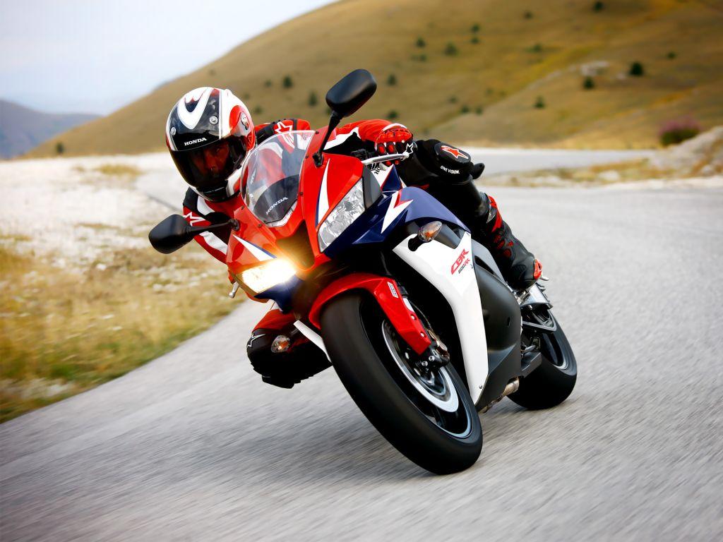Преимущества мотоцикла перед автотранспортом