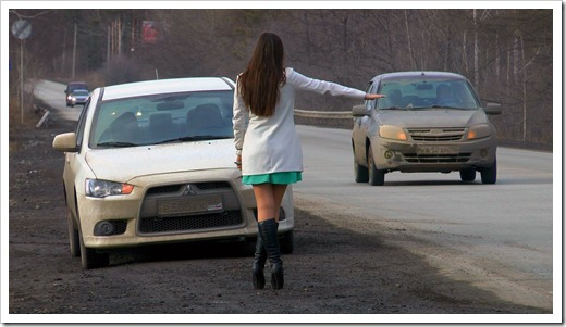 Замена колеса: девушки больше не останутся без помощи