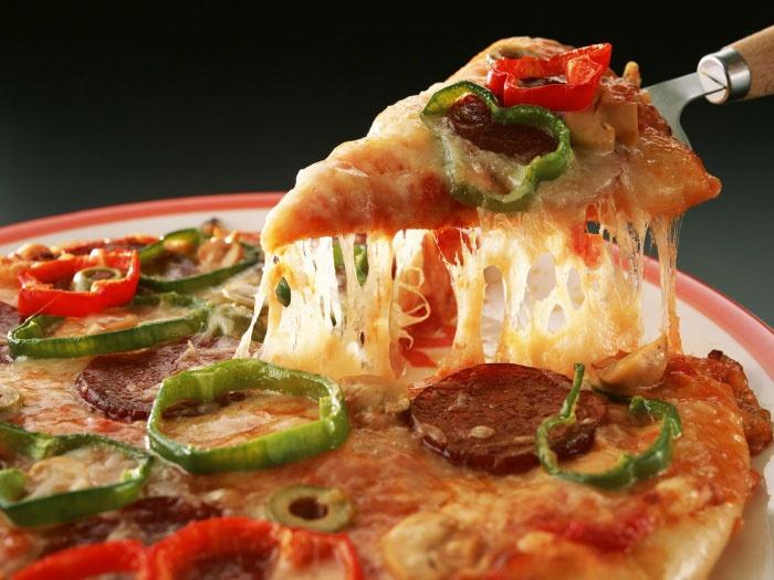 Пицца на обычном дрожжевом тесте