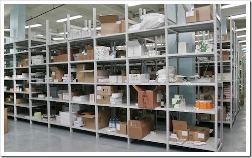 Основные преимущества применения потолочных стеллажей на практике