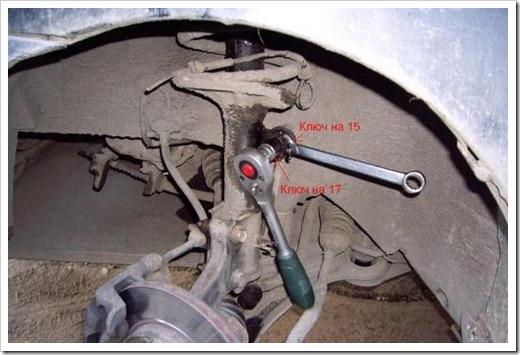 Стоит ли менять пружины и как сдвинуть прикипевшую гайку?