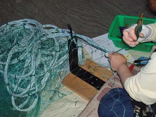 вязание рыболовной сети