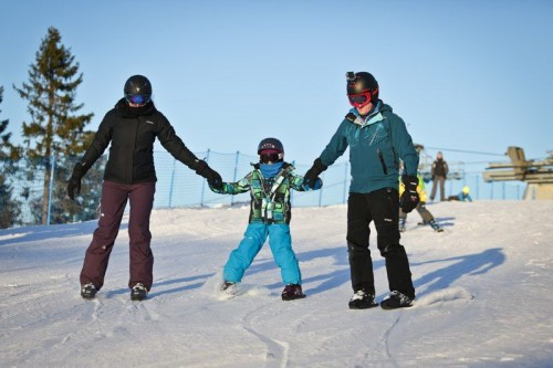 семья на снежных коньках