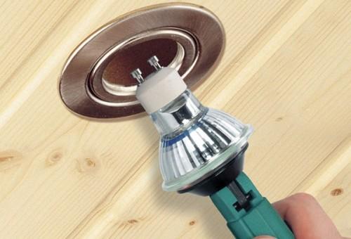 Как вставить светодиодную лампочку в точечный светильник