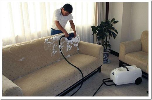 Удаление пятен с поверхности мягкой мебели