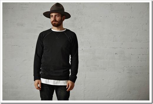 Лонгслив – футболка с длинным рукавом