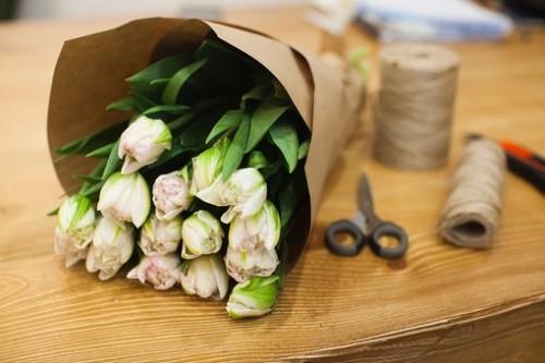 Как сделать букет из тюльпанов