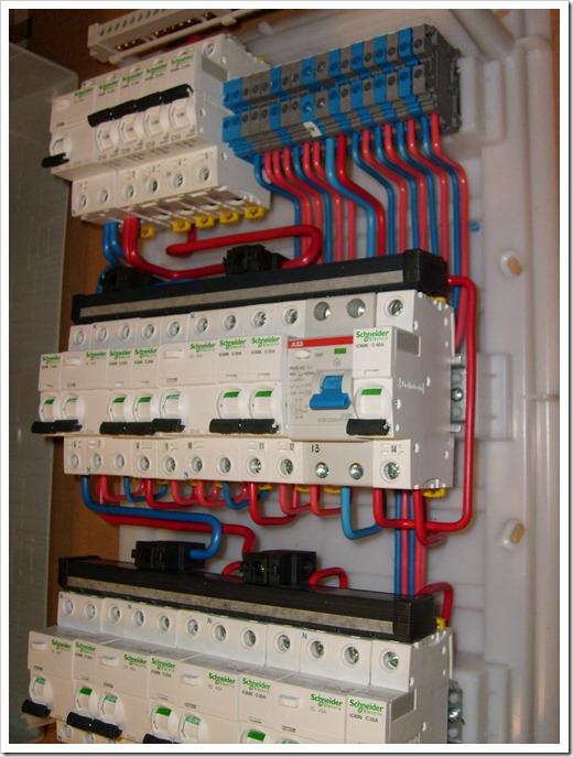 Принципы заведения силового кабеля в электрический счётчик